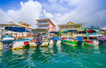panama-bocas-del-toro-isla-colon-bocas-town-harbor