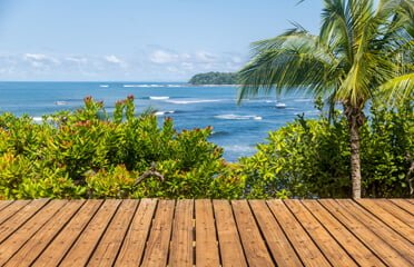 panama-veraguas-santa-catalina-swells-view-from-wooden-deck