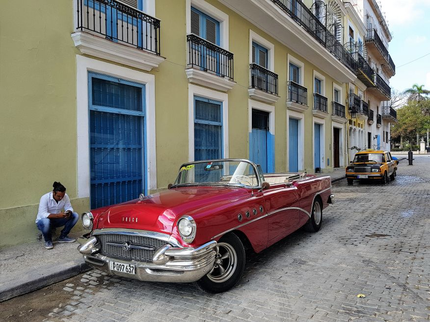 American Car parked up in a street in Havana