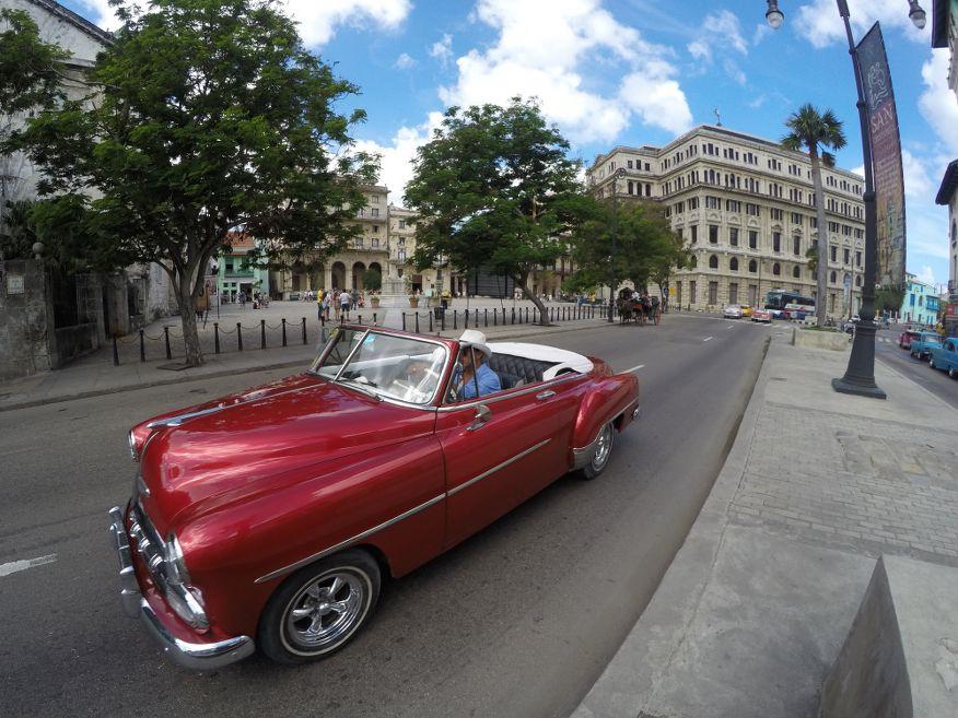 Cruising in Old Havana