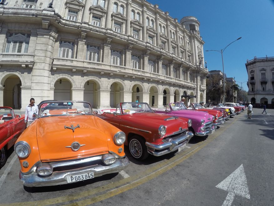 Take a tour in one of these excellent American classic cars in Havana
