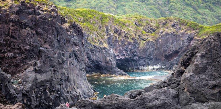 azores-sao-jorge-rocky-shore