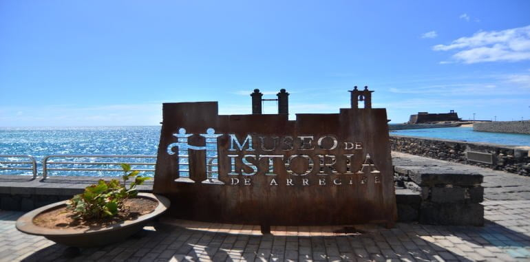canaries-lanzarote-museo-de-historia-de-arrecife-rusty-metal-sign-post-near-pier-entrance-to-castillo-san-gabriel
