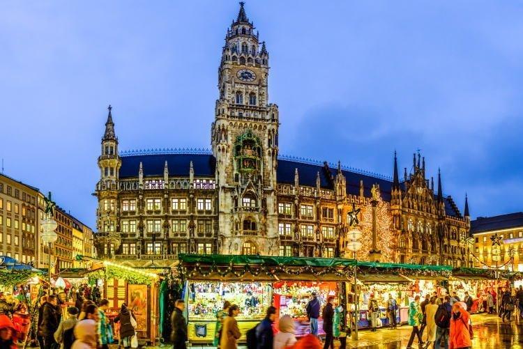 christmas-market-germany-munich-marienplatz-night-time-shoppers-walking-past-market-stalls