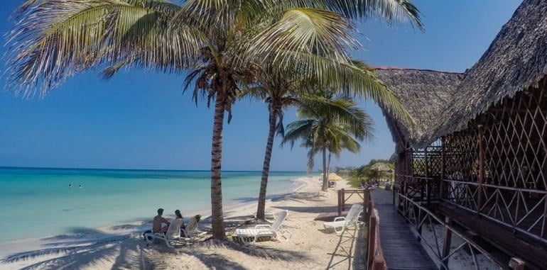 cuba-cayo-jutias-beach-restaurant-view