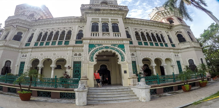 cuba-cienfuegos-attraction-palacio-de-valle-front-stairway-entrance