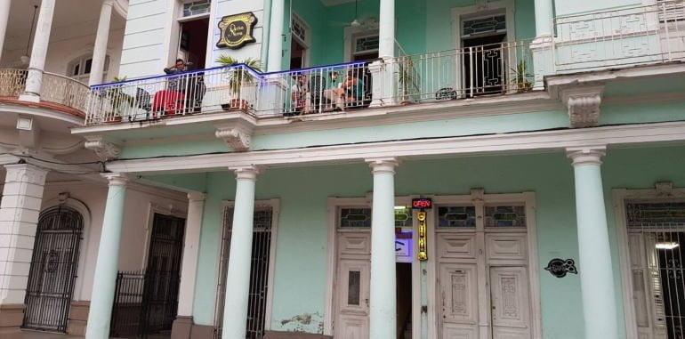 cuba-cienfuegos-dining-dona-nora-restaurant-entrance