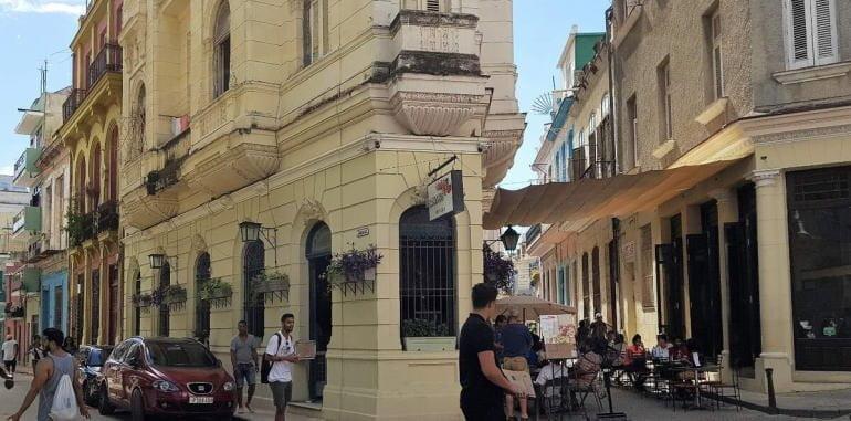 cuba-havana-dining-5-esquinas-trattoria-patio-seating