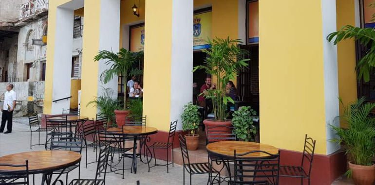 cuba-havana-dining-castropol-restaurant-outdoor-seating