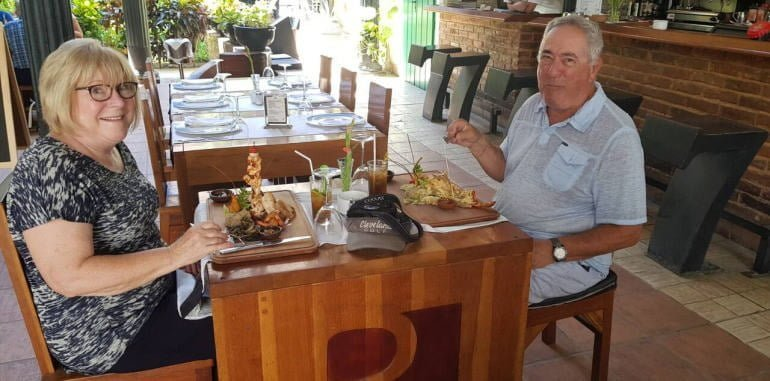 cuba-havana-dining-la-imprenta-restaurant-older-couple-eating