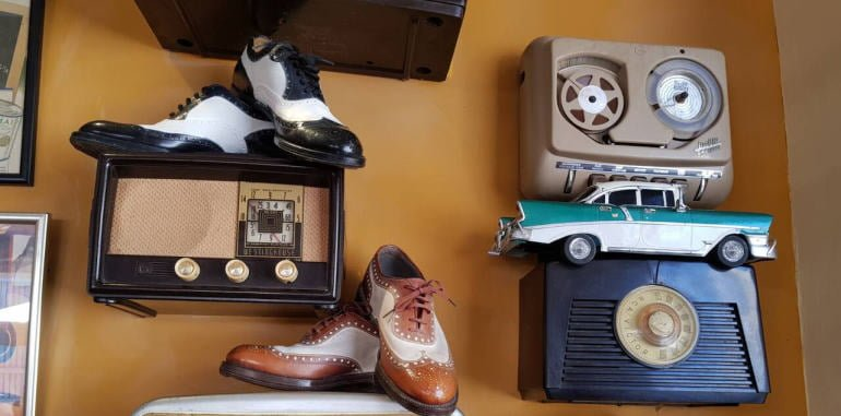 cuba-havana-dining-la-vitrola-restaurant-retro-wall-items