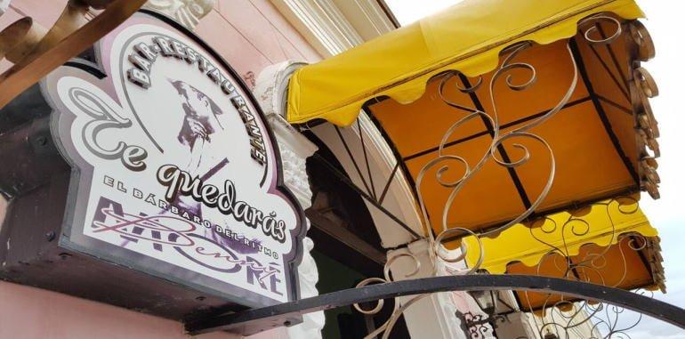 cuba-havana-dining-te-quedaras-restaurant-door-sign