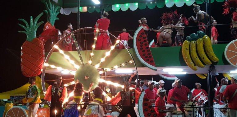cuba-havana-nightlife-carnival-float-fruits-and-dancers