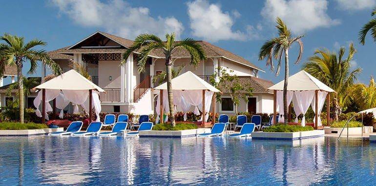 cuba-lodging-resort-royalton-cayo-santa-maria-pool-by-rooms