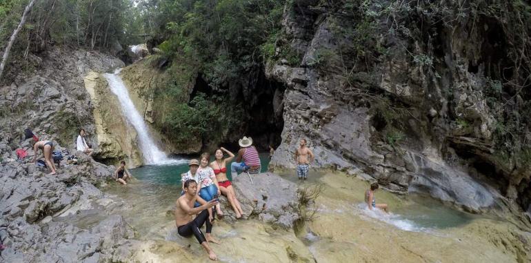 cuba-trinidad-activity-horse-riding-tour-waterfalls-bathers-on-rocks