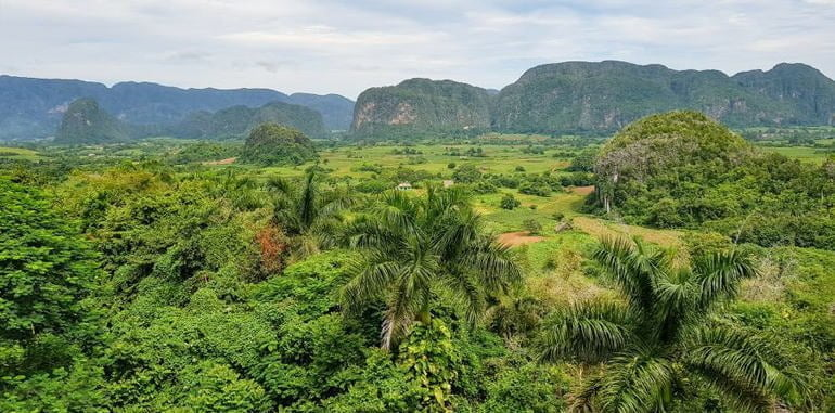 cuba-vinales-attraction-hotel-los-jazmines-lookout-valley-views
