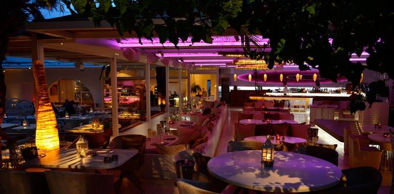 Stylish Nighttime Dining Area @ Uno Con Carne Restaurant