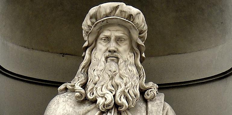 italy-history-florence-leonardo-da-vinci-statue-head-shot