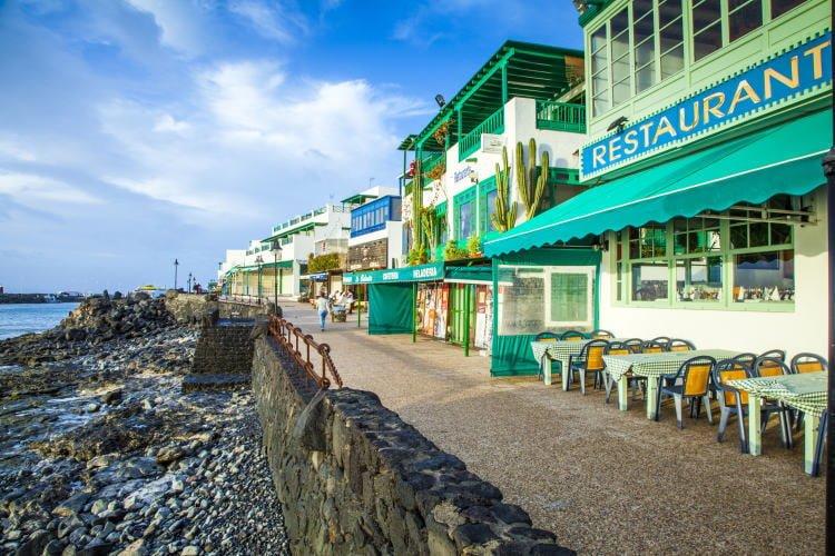 lanzarote-dining-restaurants-playa-blanca-seaside-promenade