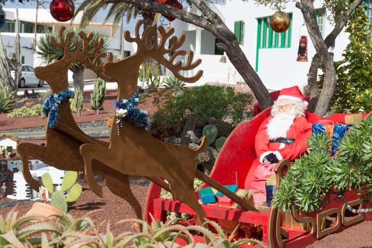 lanzarote-festival-christmas-decorative-santa-claus-with-presents