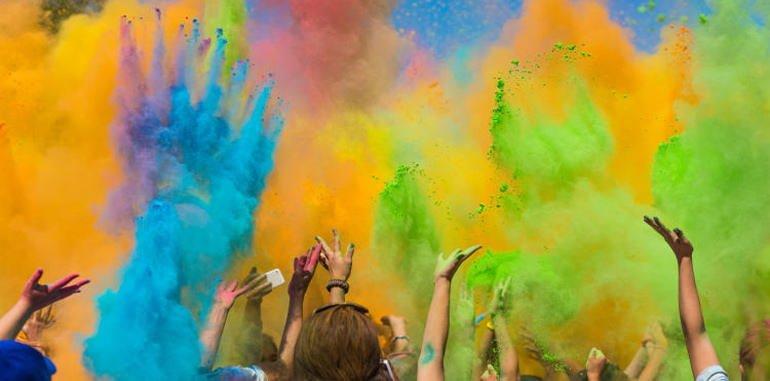 lanzarote-festival-holi-color-powders-raised-into-the-sky