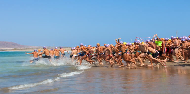 lanzarote-ironman-xxii-with-hundreds-of-entrants-running-into-water-at-start