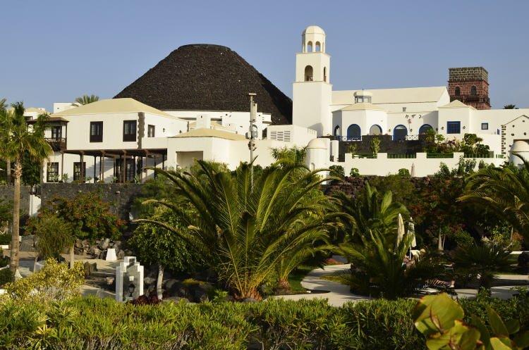 lanzarote-lodging-holiday-rentals-hotels-playa-blanca-hotel-volcan