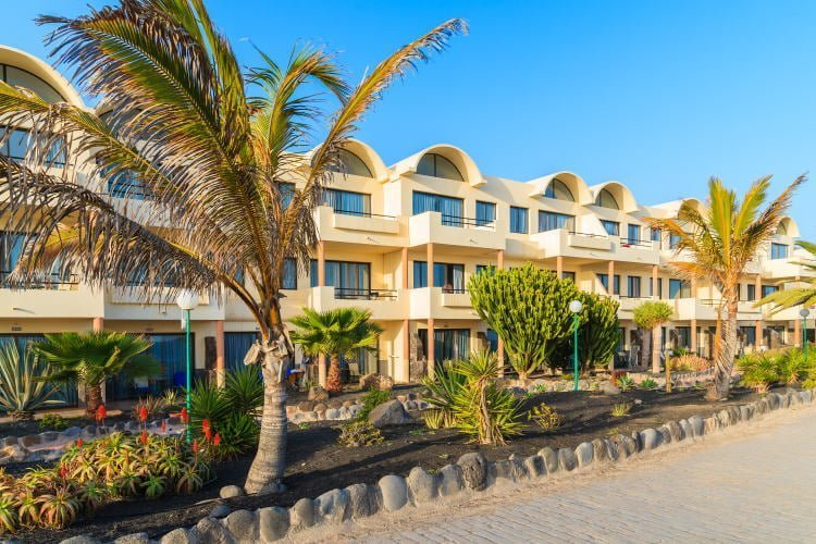 lanzarote-lodging-holiday-rentals-playa-blanca-coastal-promenade-in-villag