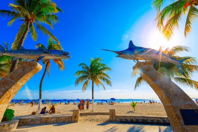 mexico-isla-mujeres-beach-playa-norte-street-entrance-view-barracuda-tuna-fish-sculptures