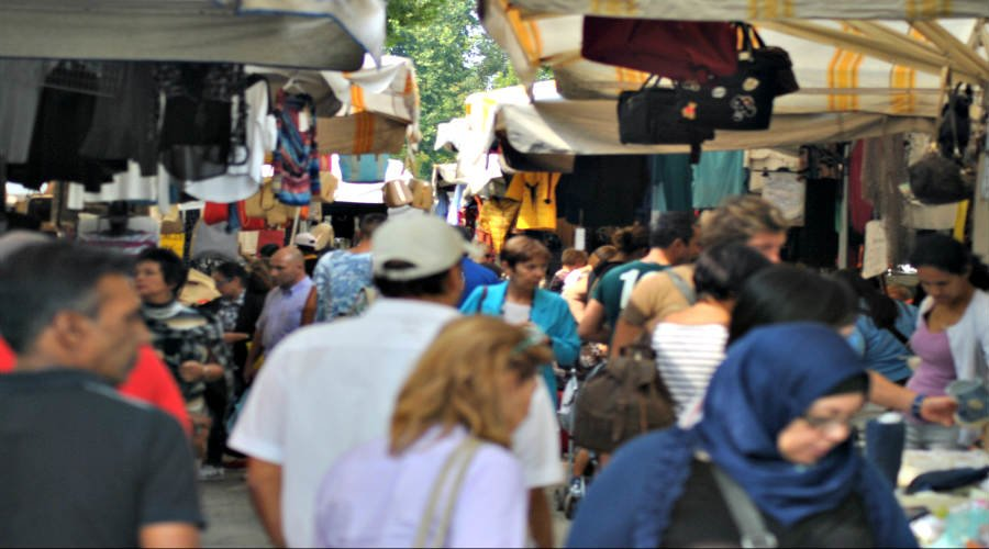 Saturday crowds on Papiniano street market