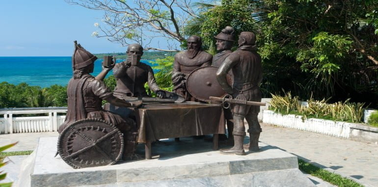 philippines-bohol-attraction-blood-compact-statue-tagbilaran-commemorating-1565-peace-pact