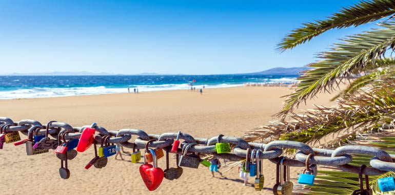 playa-grande-chained-love-locks-on-golden-sand-beach-in-puerto-del-carmen